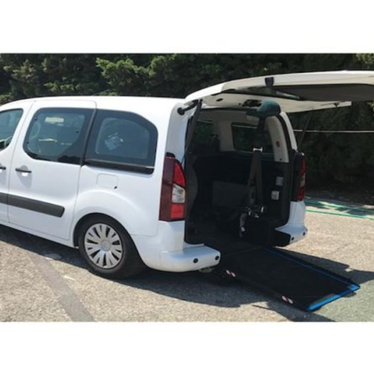 Disability & Mobility Private Transfer Monaco to Nice airport Images