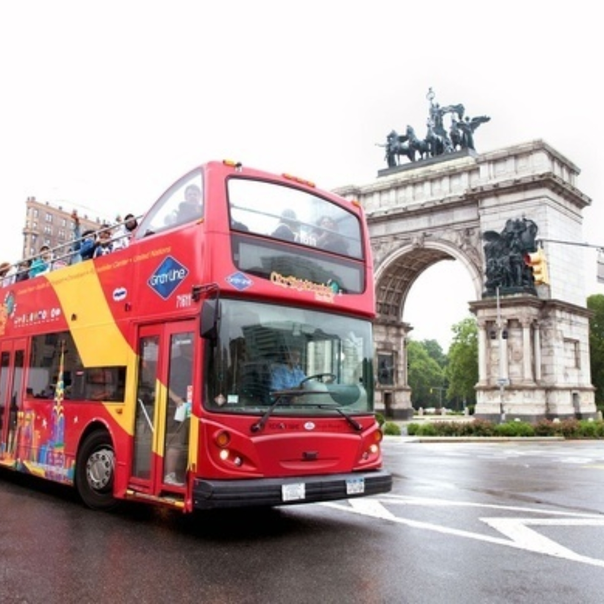 Hop-On Hop-Off Uptown + Downtown New York 1 day: 2 routes + 2 attractions Images